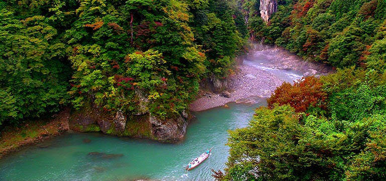 Experience Japan's beautiful Kinugawa River by boat from now until the end of November