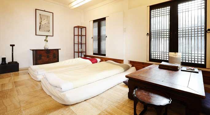 Far Bedroom (1 unit)