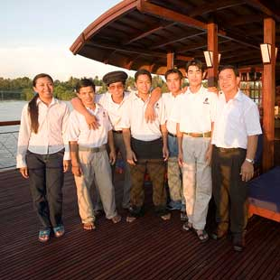 Thức, Thanh, An, Thiện, My and the crews